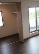 2階の洋室12帖にはウォークインクローゼットが完備されています。(寝室)